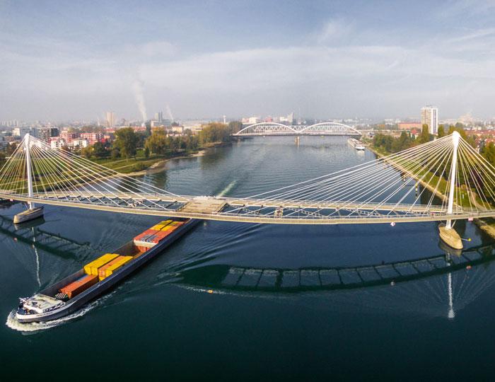 Passerelle des Deux Rives (Brücke der zwei Ufer):