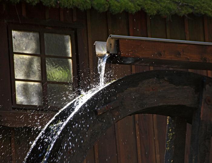 Altes Mühlrad im Kurpark Bad Wildbad