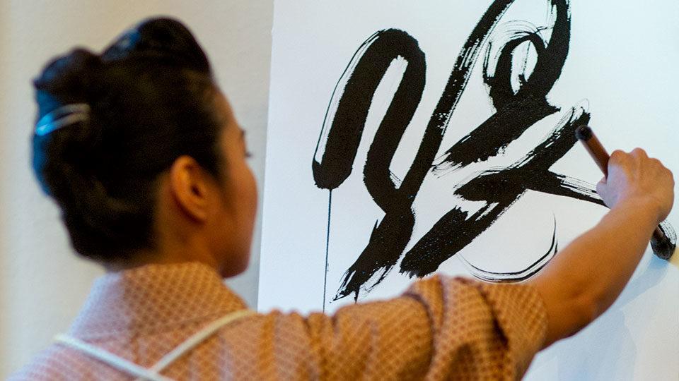 Japanische Keramik und Kalligrafie