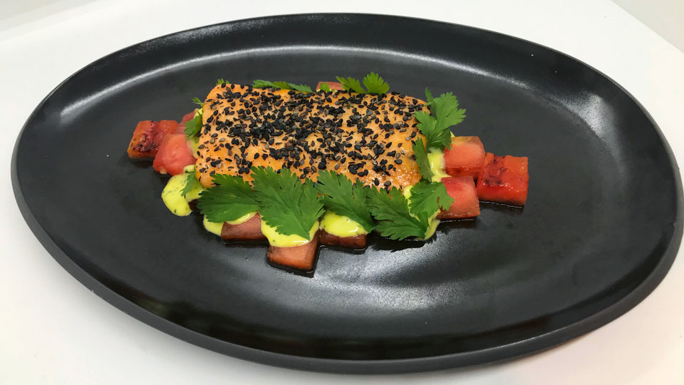 Gegrillte Wassermelone, confierter Saibling und Wasabi-Mayonnaise