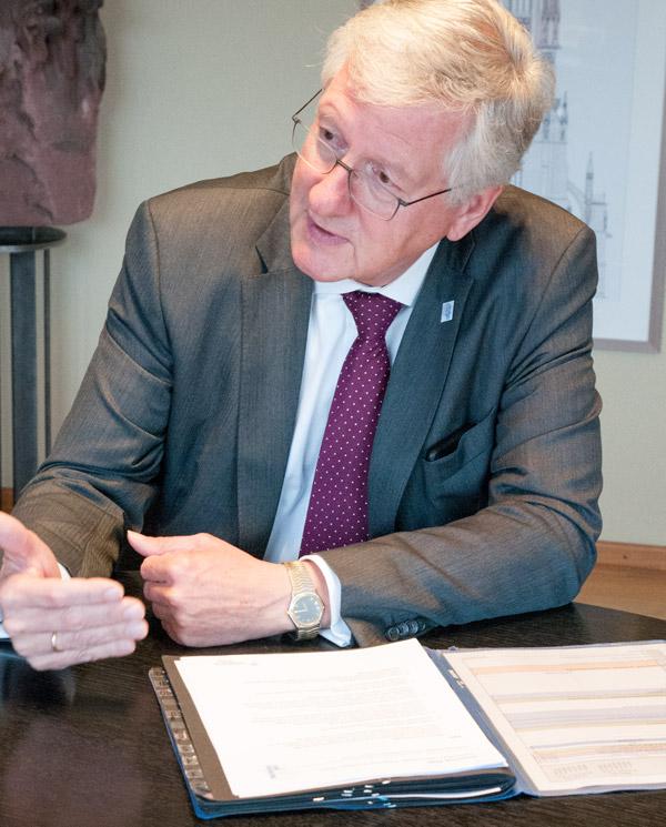 Will nochmal angreifen: Uni-Rektor Hans-Jochen Schiewer
