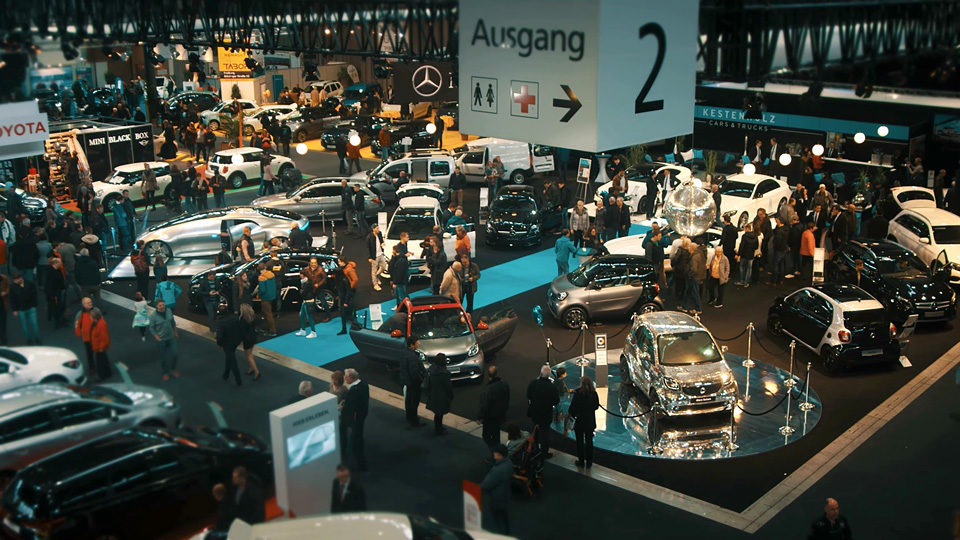 Auto in der Messehalle Freiburg