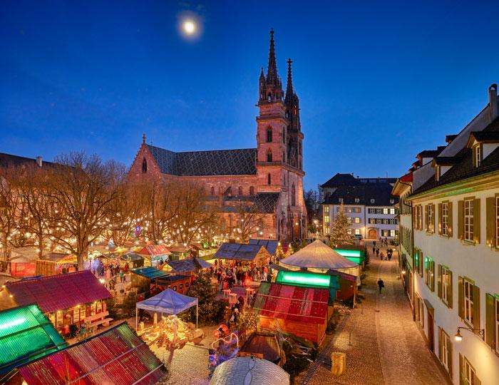 Basler-Weihnachtsmarkt-auf-dem-Münsterplatz--Basel-Christmas-market-at-Münsterplatz