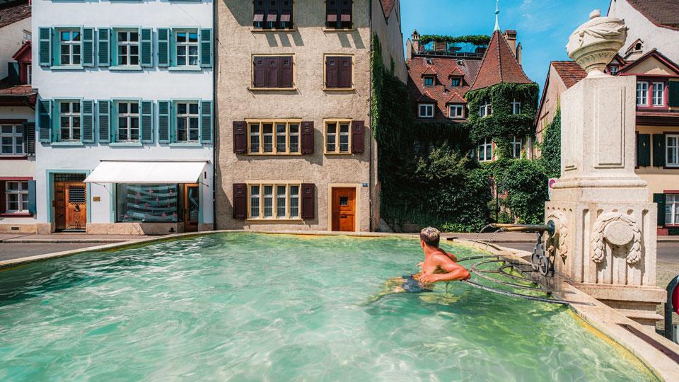 Der Schöneck-Brunnen an der Abzeigung vom Mühlenberg und der St.Alban-Vorstadt