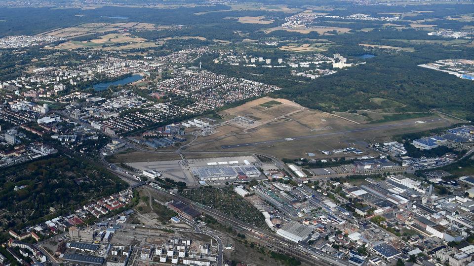Flughafen Freiburg von oben