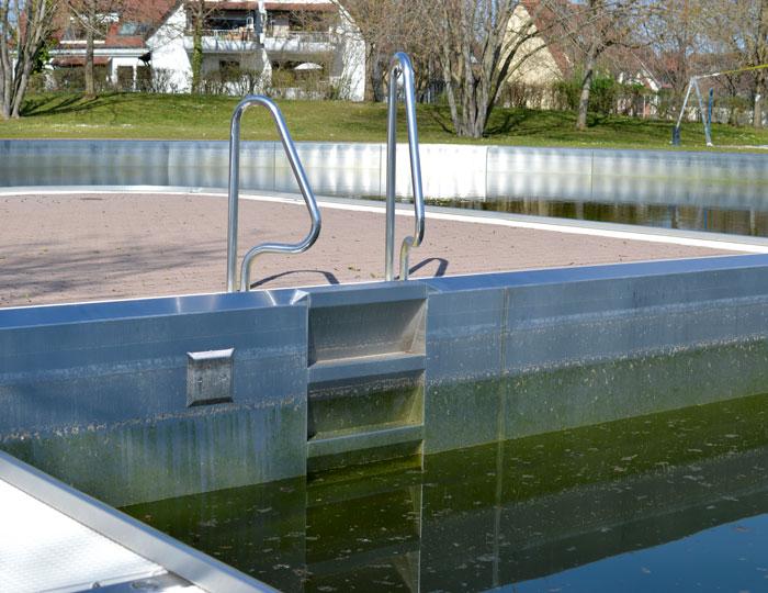 Freibad St. Georgen Pool halbvoll