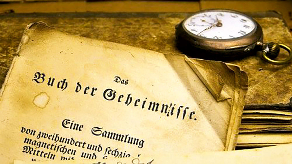 stück altes Papier mit Taschenuhr