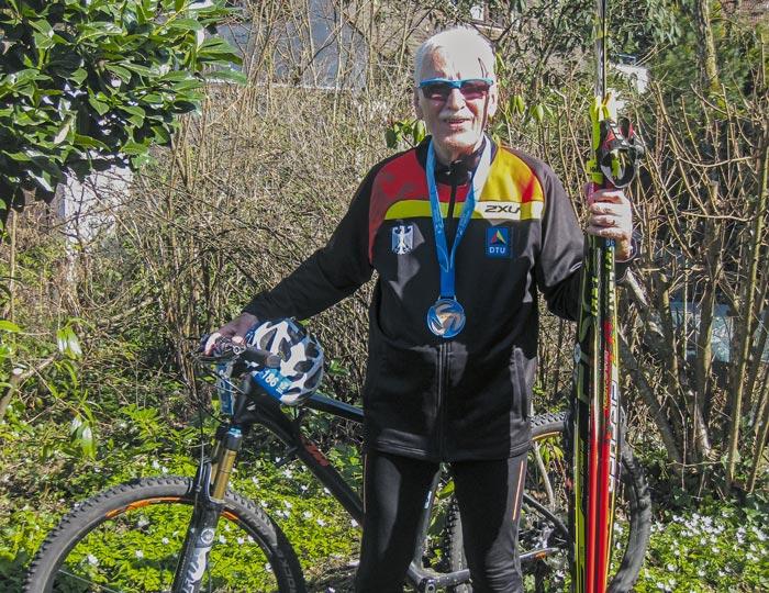 Birnbaum mit Medaille