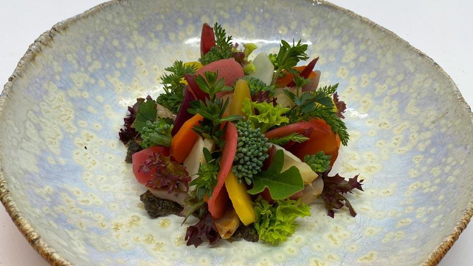 Salat mit Frühlingsgemüse