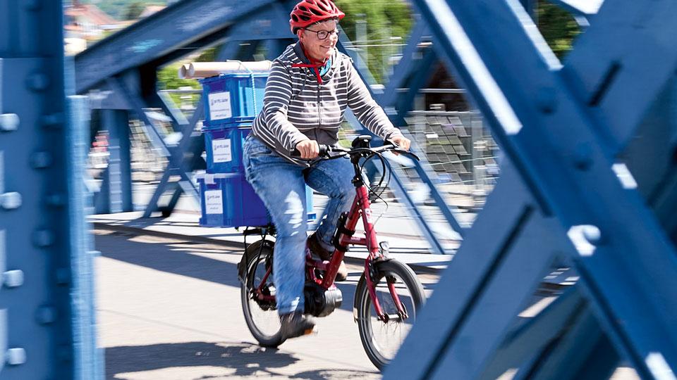 Lieferdienst von Bücher mit Fahrrad