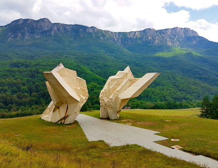 Nationalpark Bosnien mit Denkmal