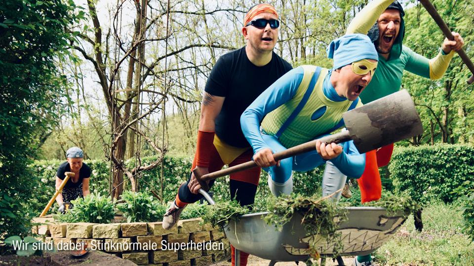 Männer im Superhelden Kostüm