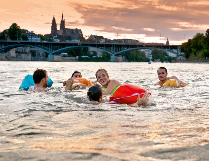Begleitetes Schwimmen im Rhein
