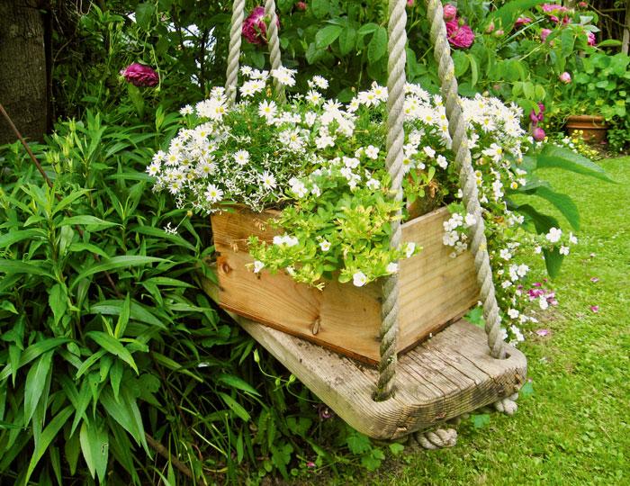 Schaukel-mit-Blumenkasten