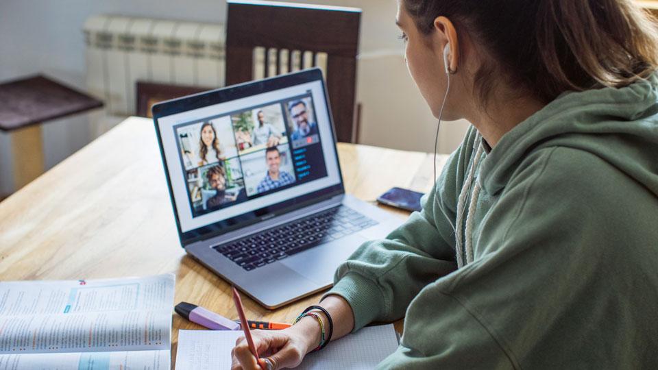 Schülerin Online Schooling