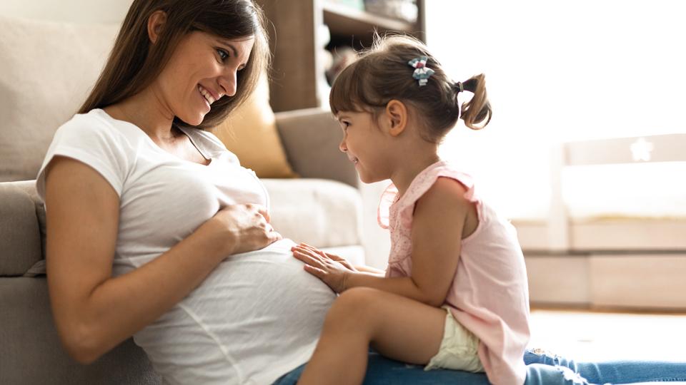 Schwangere mit Kind