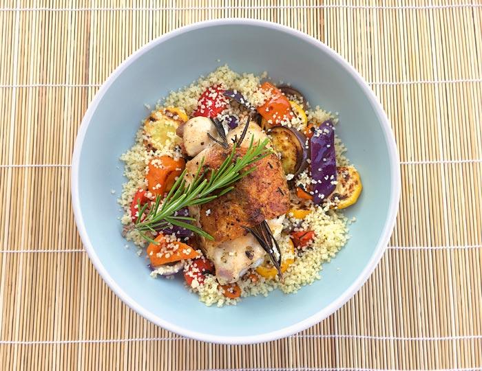 Kräuterhähnchen mit Sommergemüse-Salat