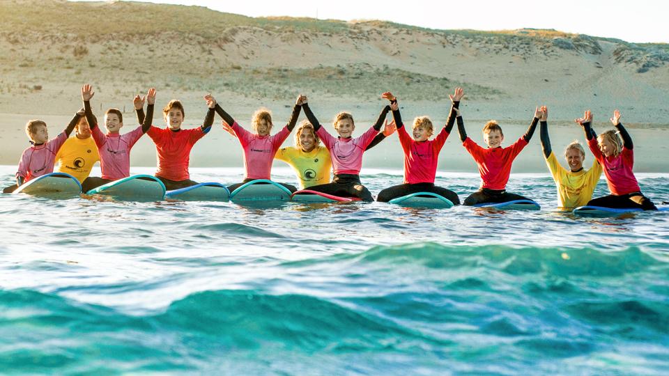 Kinder die Surfen