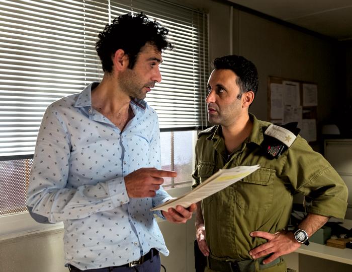 zwei Männer Untrhalten sich aus dem Film Tel Aviv