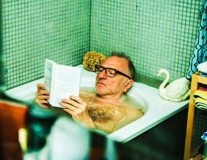 Filmausschnitt Wir Eltern Mann in Badewanne