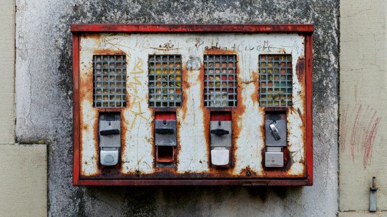 rostiger Kaugummiautomat